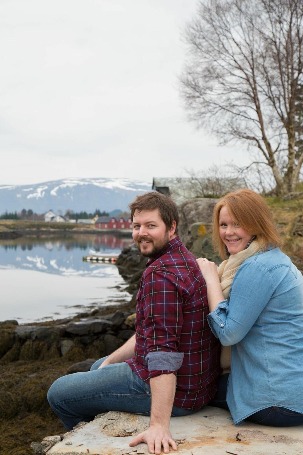 STORT PROSJEKT: Marianne og Christer har brukt fire år på å bygge opp igjen det gamle huset på Nærøya. Arbeidsfordelingen har vært fin – og de har kost seg. Foto: Siv-Elin Nærø