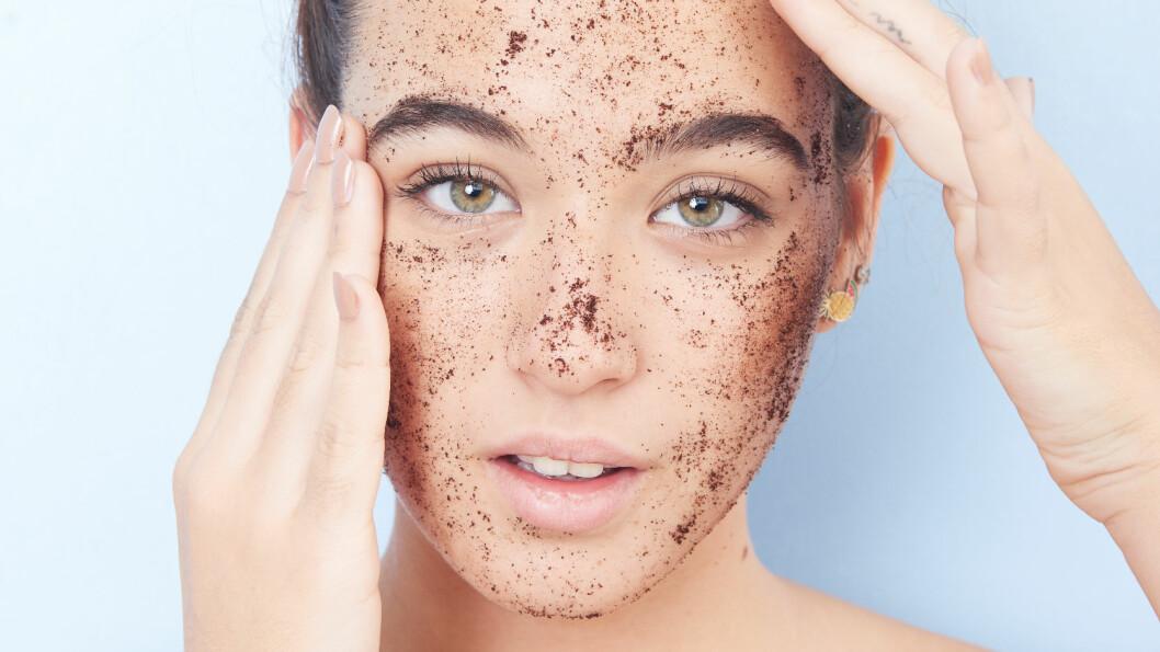 MASSASJE FOR ANSIKTET: Trim ansiktet med apparater eller skrub-produkter.  Foto: Shutterstock / HconQ