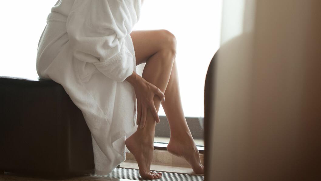 ÅREKNUTER: Det kan være lurt å fjerne åreknutene raskt, da de ifølge eksperten kan føre til misfarging, hard hud og leggsår,  Foto: Shutterstock / Anton Gepolov