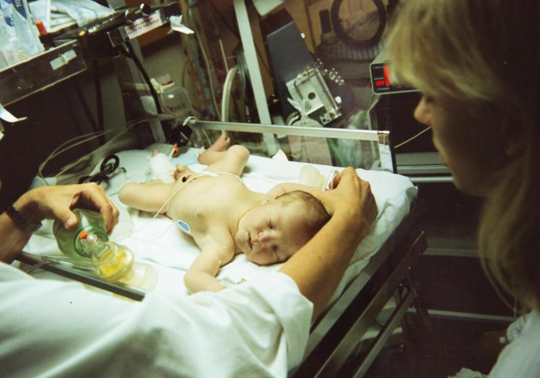 PÅ SYKEHUSET: Mye gikk galt da Adrian ble født, og de første dagene var preget av dramatikk og uvisshet for Trine og mannen. Foto: Privat