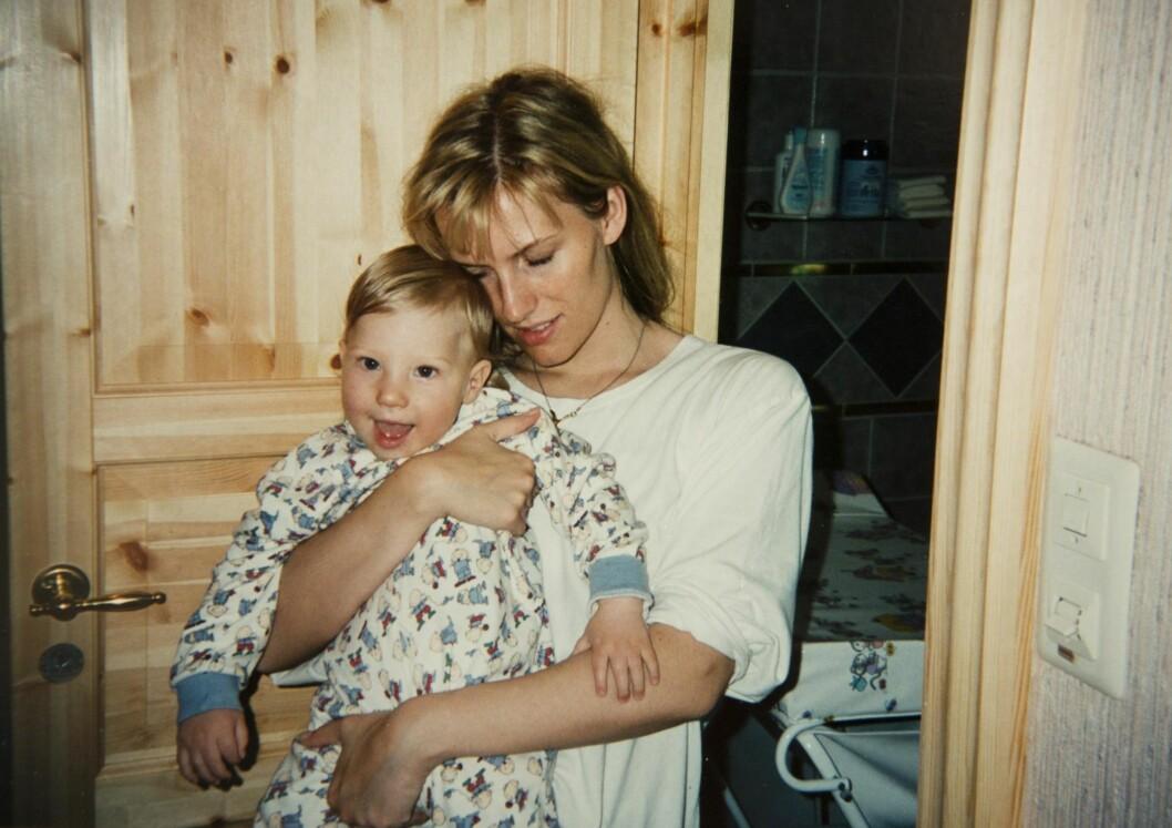 MOR OG BARN: Helt siden fødselen har Trine gjort hva hun kan for å legge forholdene til rette for sønnen. Foto: PRIVAT