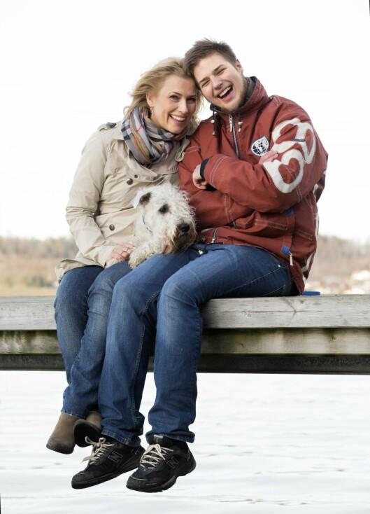 NÆRT FORHOLD: Trine og Adrian har et godt forhold. De tar ofte en tur til byen for å shoppe eller gå på kafé.  Foto: Sverre Chr. Jarild