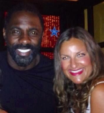 MØTTE IDRIS ELBA: KK.no-journalist Malini Gaare Bjørnstad møtte skuespiller Idris Elba på Ibiza i 2014. Han fortalte blant annet at han digger norske damer! Foto: Privat