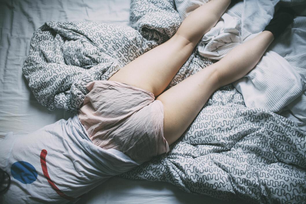 <strong>SØVNLØS:</strong> Lite søvn om natten går naturligvis utover hvordan vi fungerer på dagtid, og vi trenger tid til å komme oss om morgenen. Det fins mange former for søvnproblemer, men er problemet at du ikke sovner før langt på natt, er det noe galt med døgnrytmen din. Det kan heldigvis gjøres noe med! Foto: Plainpicture