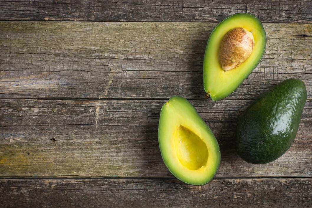 ENERGITETT: Kostholdsekspert Karoline Steenbuch Lied sier mange kutter ut sunne matvarer fra kostholdet sitt, fordi de inneholder mye kalorier. Det er uheldig. Vi bør få i oss både avokado, frø, kjerner, nøtter og fet fisk. Foto: Shutterstock / Anna Shepulova