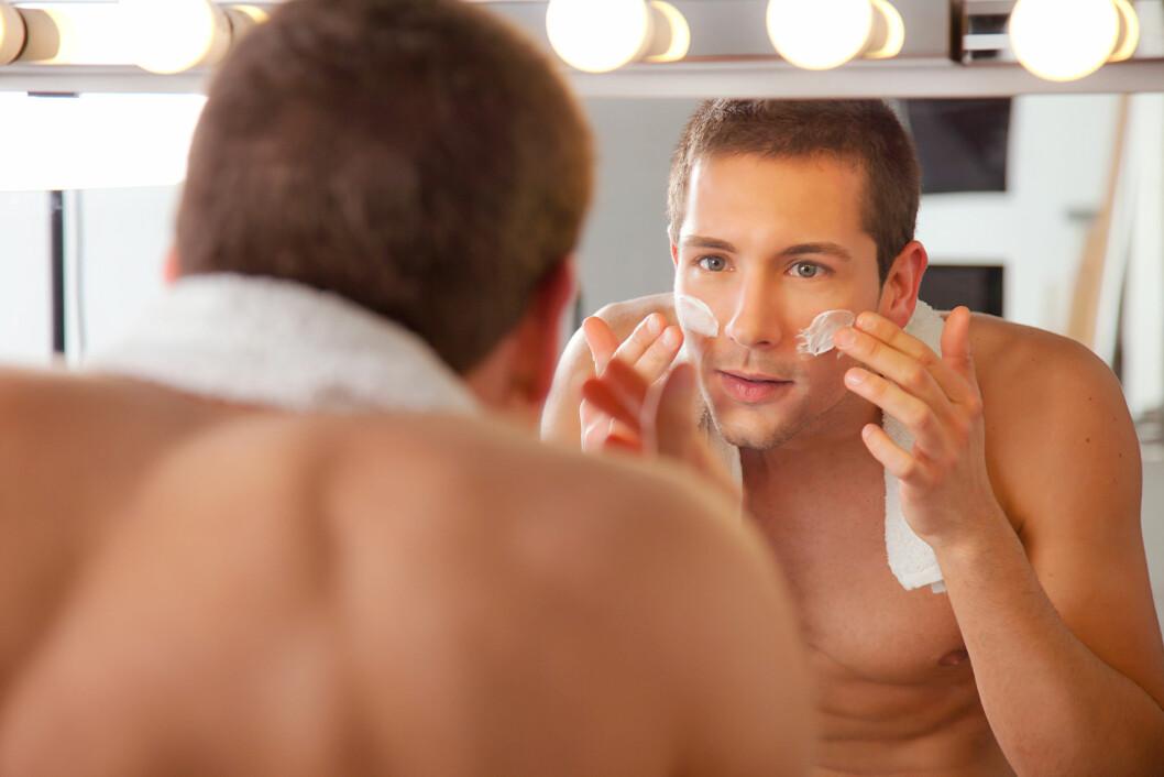 <strong>NØYE MED BARBERING:</strong> Menn må, ifølge ekspertene, sørge for å tilføre huden rikelig med fukt etter barbering.  Foto: bonninturina - Fotolia
