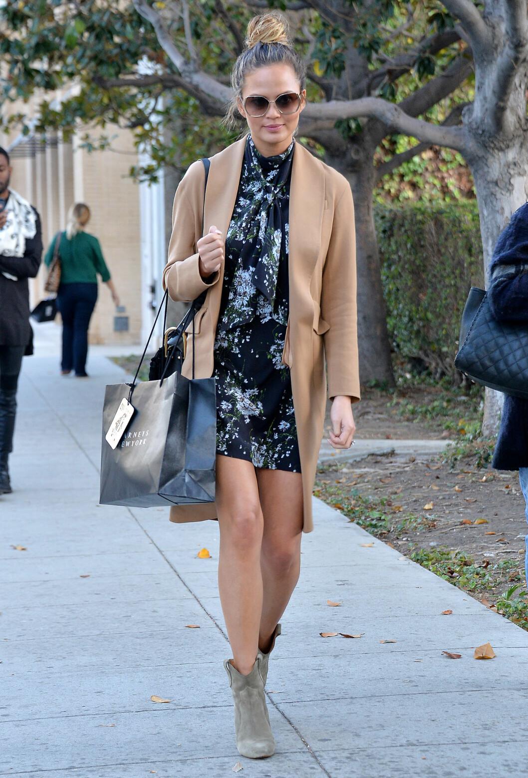 KAMELKÅPEN: Denne trendkåpen passer til så mye og er god å ha både på høst, vinter og vår.  Foto: Broadimage