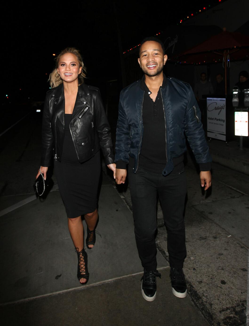 SØTT PAR: Chrissy Teigen og John Legend har vært gift i tre år. Foto: Splash News