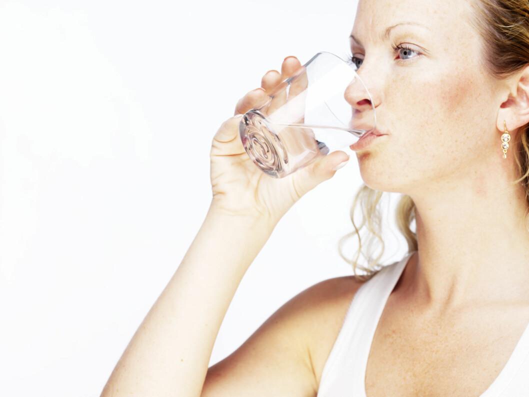 DRIKK MER: Rent vann er topp for kroppen. Sørg for å få i deg nok væske også om vinteren.  Foto: Colourbox
