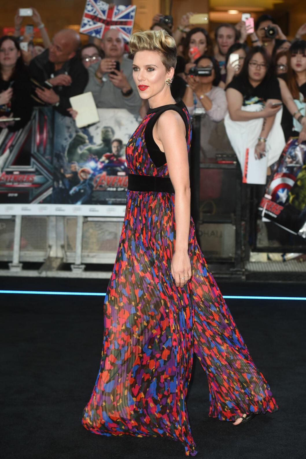 """<strong>I BALMAIN:</strong> Scarlett Johansson i en kjole signert det franske motehuset under premieren på """"The Avengers: Age of Ultron"""". Foto: wenn.com"""
