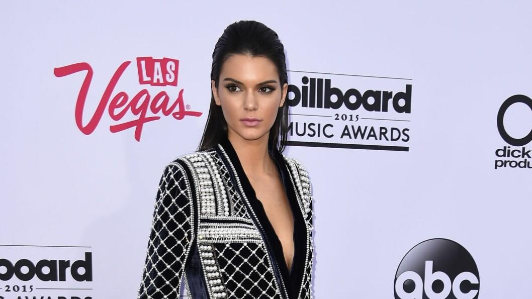 <strong>I BALMAIN FOR H&M:</strong> Kendall Jenner hadde på seg plagg fra høstens Balmain for H&M-kolleksjon på Billboard Music Awards søndag kveld.  Foto: Afp