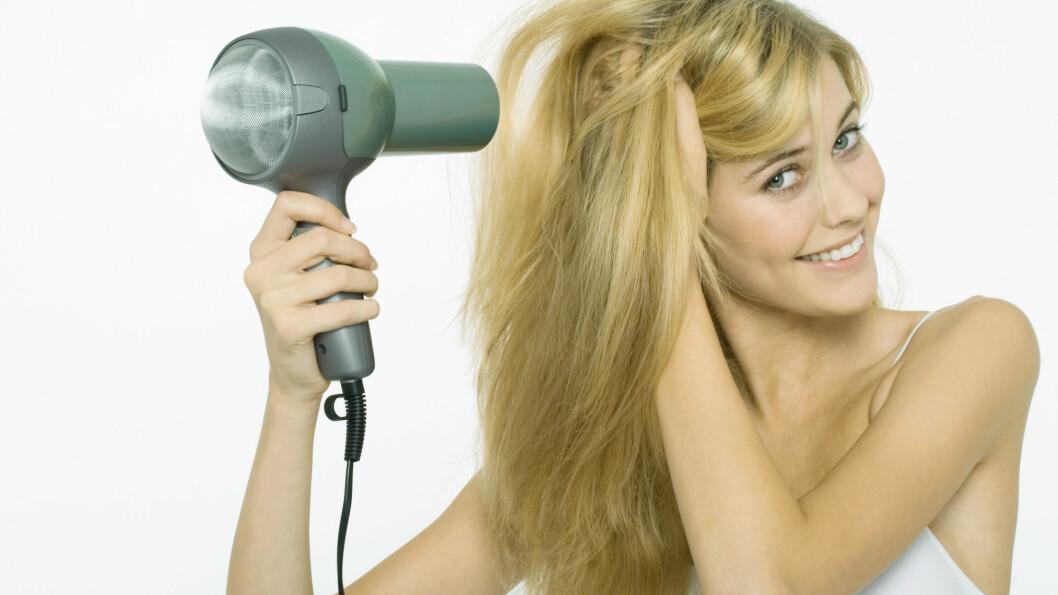 FORSIKTIG: Unngå å bruke varmeverktøy for ofte, og sørg for all del for at du bruker varmebeskyttelse når du først føner, krøller eller glatter ut håret. Foto: All Over Press