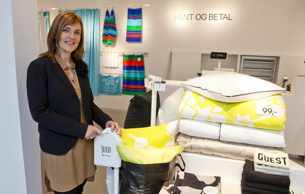 BILLIG OG BRA: H&M Home-sjef Maria Lindblom i den nye H&M Home butikken i Bogstadveien i Oslo. Foto: Per Ervland