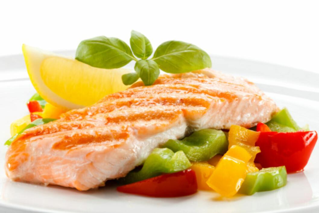 SUNT: Laks er en fet fisk som gir deg godt fett, omega 3, D-vitamin og rikelig med proteiner.  Foto: Getty Images/iStockphoto