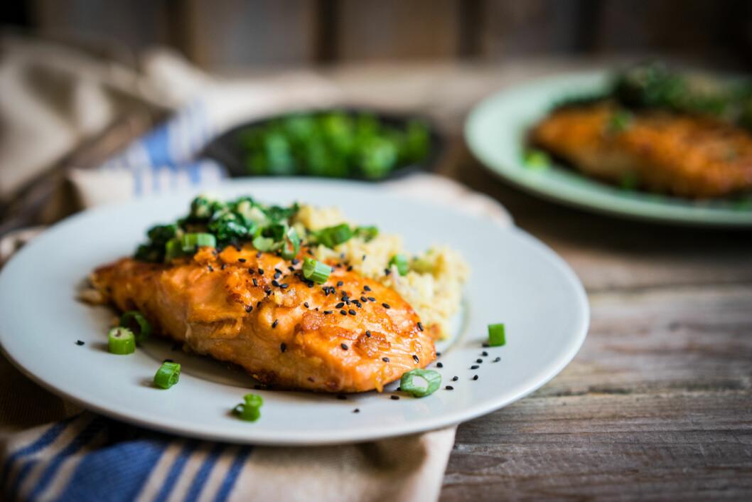 MOTVIRK SØTSUG: Fet fisk er blant matvarene som kan forebygge mot søtsug.  Foto: Shutterstock / Alena Haurylik