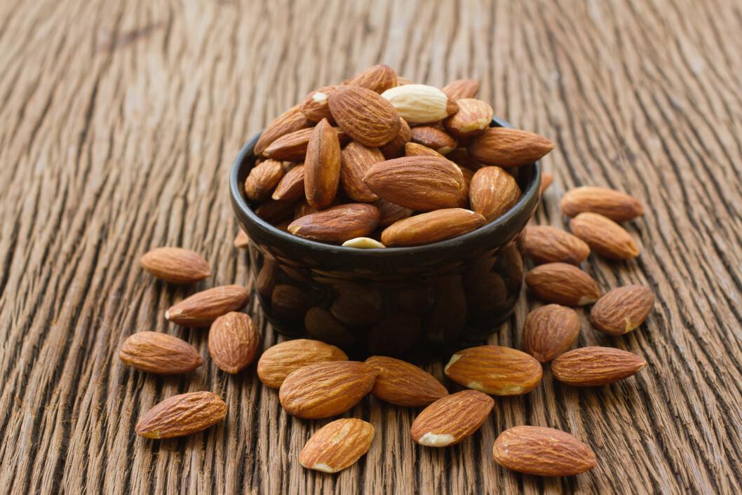 MANDLER:  Mandler en god kilde til vitamin E. Vitaminet er en kraftig antioksidant som hjelper kroppen å bekjempe frie radikaler.  Foto: praisaeng - Fotolia