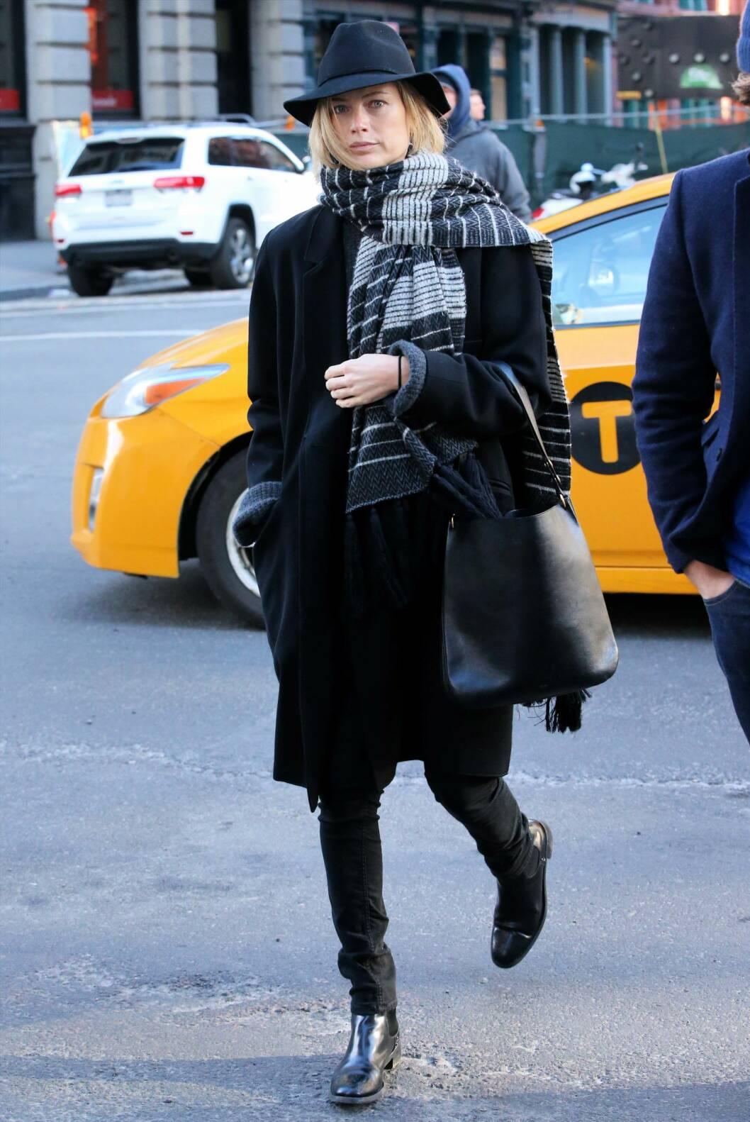 I HATT OG SKJERF: La deg inspirere av modellen Carolyn Murphys kule stil... Foto: Christopher Peterson/Splash News