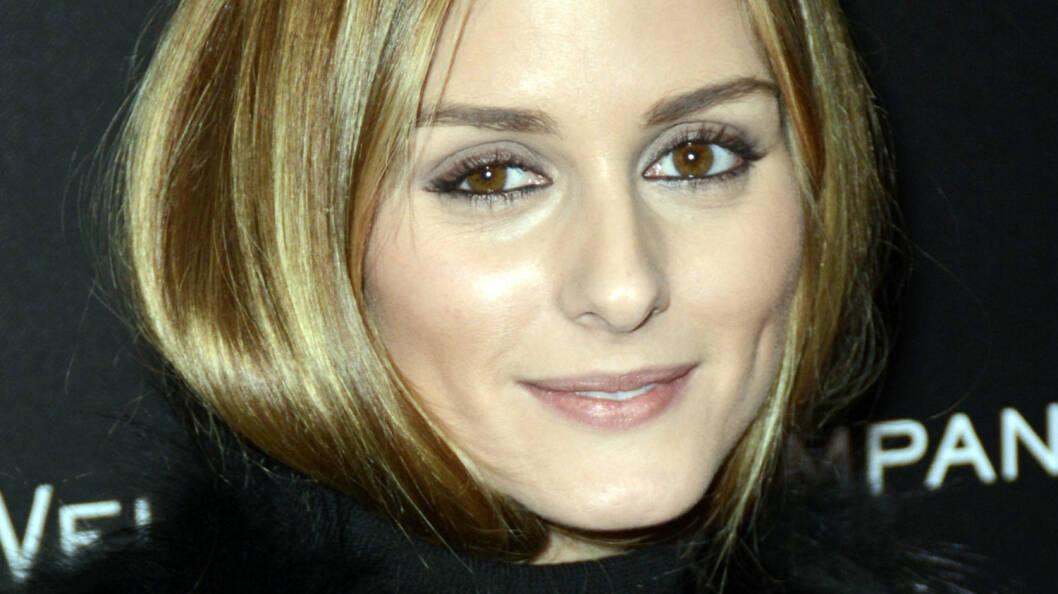 HALSEN GJØR NOE MED SVEISEN: Stilikon Olivia Palermo har ofte håret sitt oppi en høyhalset genser, eller så surrer hun det inn i et stort skjerf. Foto: /All Over Press