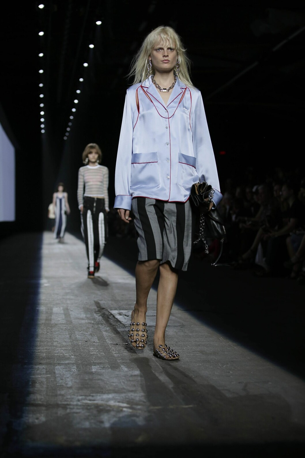A model presents a creation from the  Alexander Wang Spring/Summer 2016 collection at the New York Fashion Week on September 12, 2015 in New York. AFP PHOTO/Joshua Lott Foto: Afp