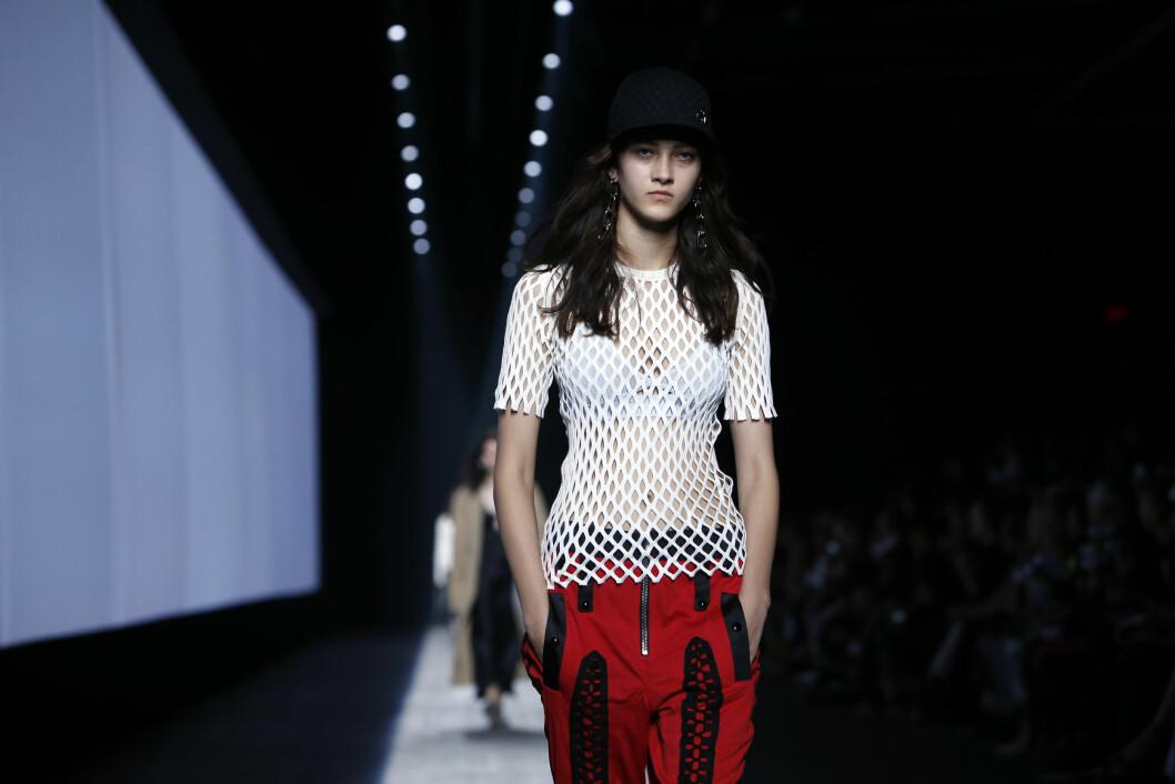 ALEXANDER WANG: Designeren viste sin vår- og sommerkolleksjon for neste år under New York Fashion Week lørdag.  Foto: Ap