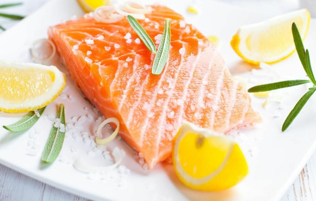 IKKE FOR MYE, IKKE FOR LITE: Laks er en viktig kilde til omega 3 og du bør fortsette å spise den fete fisken. Bare ikke oftere enn to ganger i uken.  Foto: Thinkstock.com