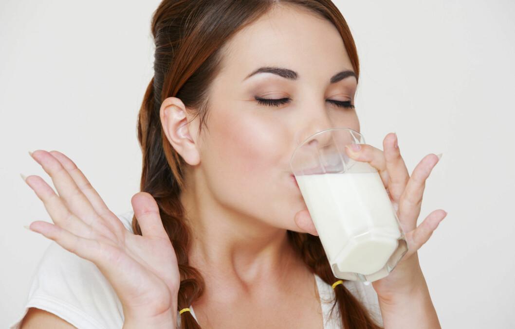 ØL OG MELK: Forsking viser at øl og melk innholder et stoff som kan være med på å bekjempe overvekt. Så langt har imidlertid dette kun blitt testet på mus.  Foto: Getty Images/iStockphoto