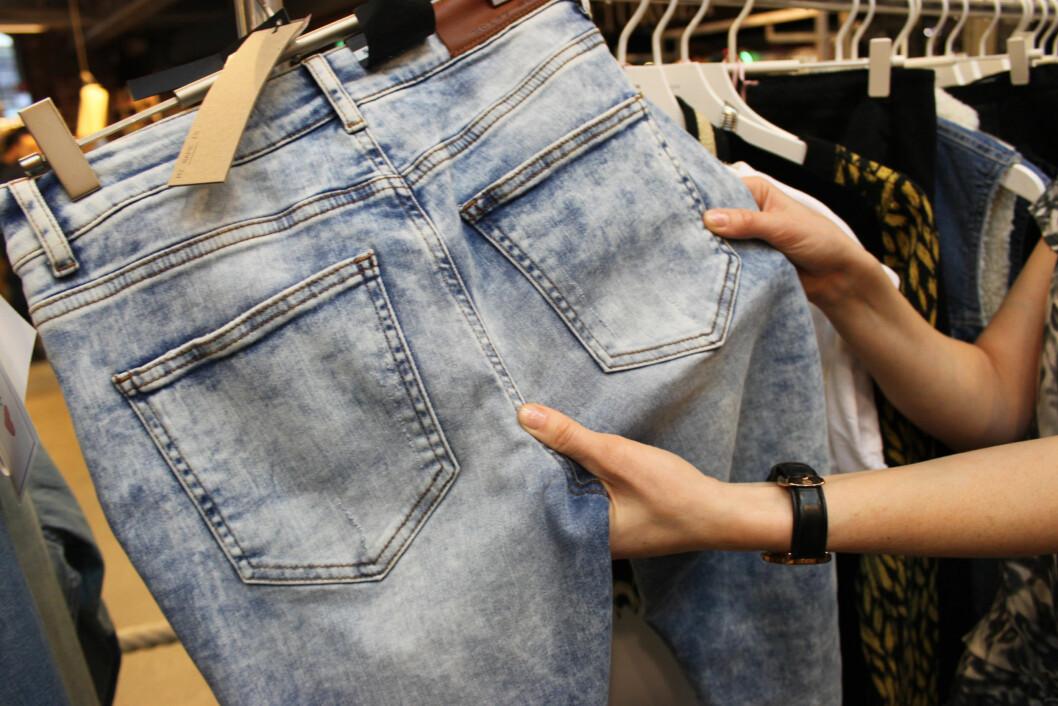 <strong>SJEKK ALLTID DETTE:</strong> Plasseringen av lommene er viktig, og at det er nok stoff  i skrittet.  Foto: Tone Ruud Engen