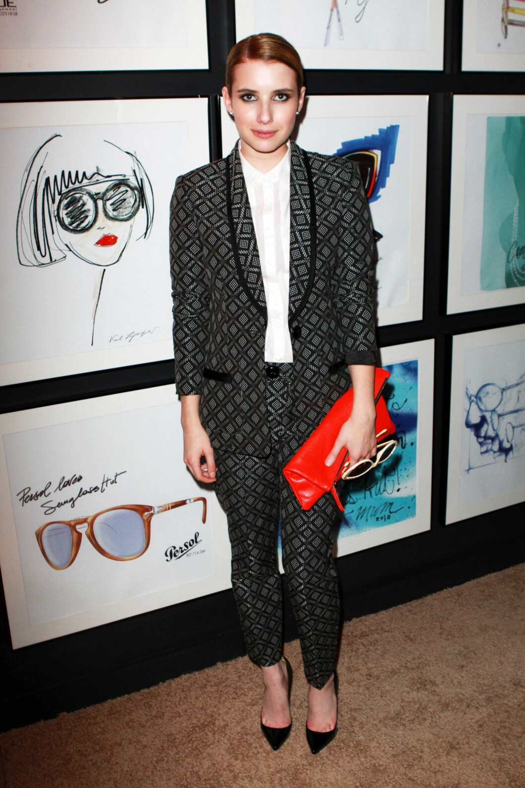 EMMA ROBERTS: Skuespilleren stilte i full dress. Foto: All Over Press
