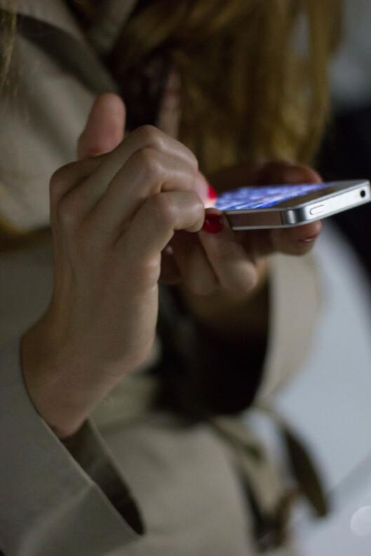 PASSORD: De fleste av oss bruker fire tall som sikkerhetskode på iPhone, men mulighetene er egentlig uendelige. Foto: Plainpicture