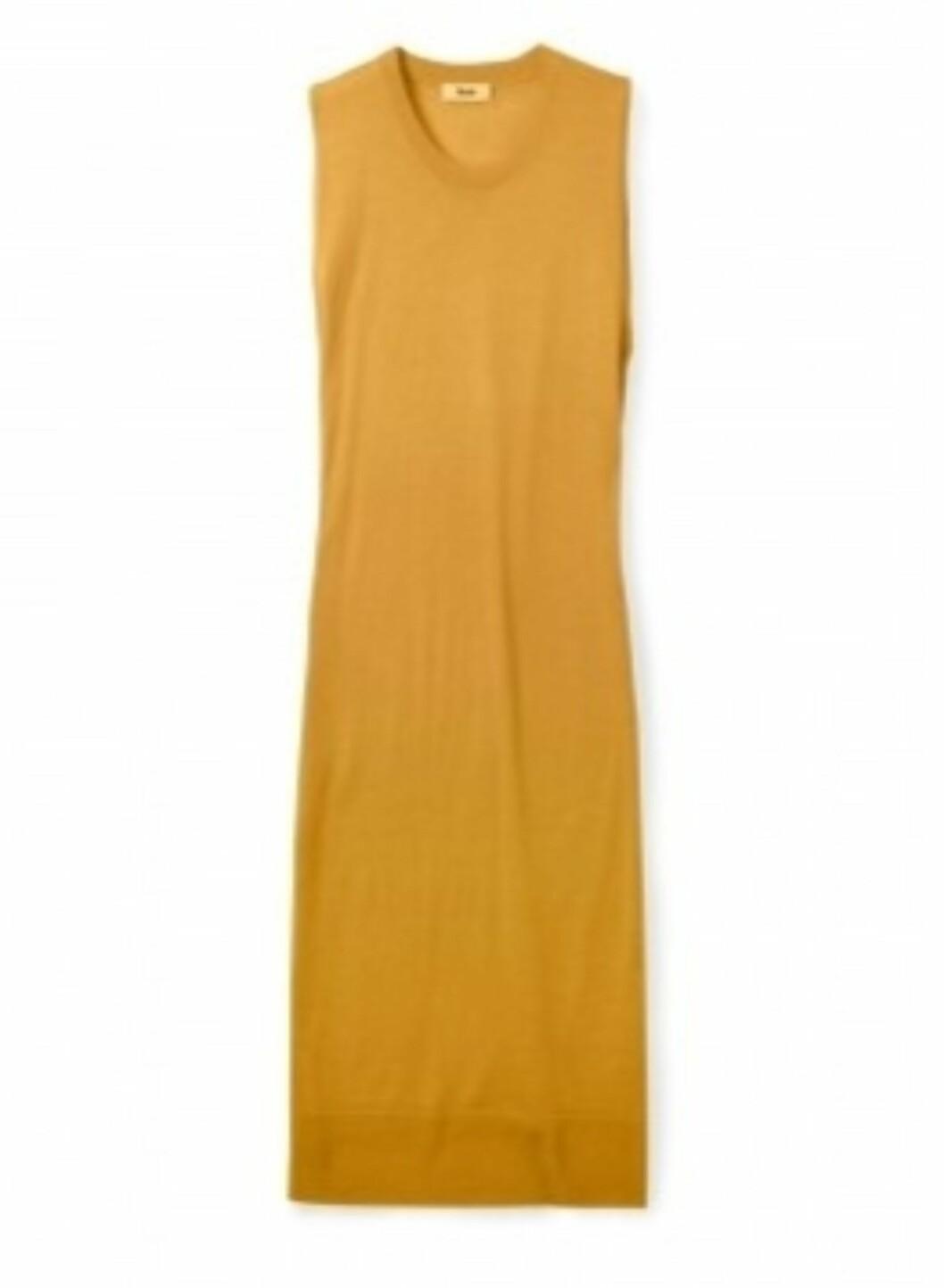 <strong>SMAL FASONG:</strong> Ermeløs ennepsgul kjole fra Acne i 100 prosent ull (ca kr.1765/Mywardrobe.com). Til den slanke og høye er en slik fasong lekker. Bruk den i høst med en pologenser under, og gjerne med et skinnbelte i livet hvis du vil ha en mer feminin figur.  Foto: Produsenten