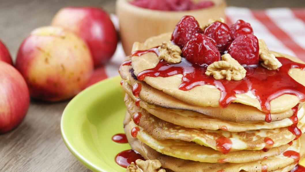 SUNNE KAKER: Flere og flere erstatter sukker med grønnsaker og frukt i kaker og desserter. Pannekaker kan for eksempel søtes med saften fra jordbær eller raspet pære.