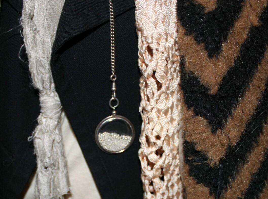 <strong>ANN DEMEULEMEESTER:</strong> Carmen Hillestads dyreste plagg/accessoir var dette lekre sølvkjedet fra Ann Demeulemeester. Foto: Adéle C. Blystad