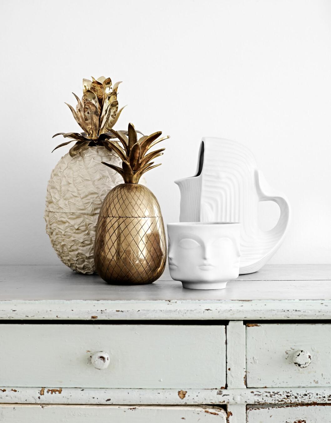 TRENDY ANANAS: Et kult stilleben. Ananasene begynte Lisa å samle på lenge før de ble hete på interiørfronten.  Foto: Sara Svenningrud