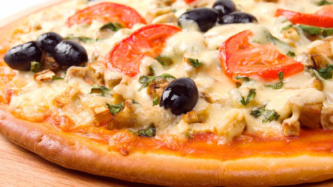 STORE FORSKJELLER: Det er store forskjeller på innholdet av både fett, karbohydrater og salt i de forskjellige frossenpizzaene, og det er derfor noen ting det er lurt å sjekke før du velger.  Foto: Scanpix