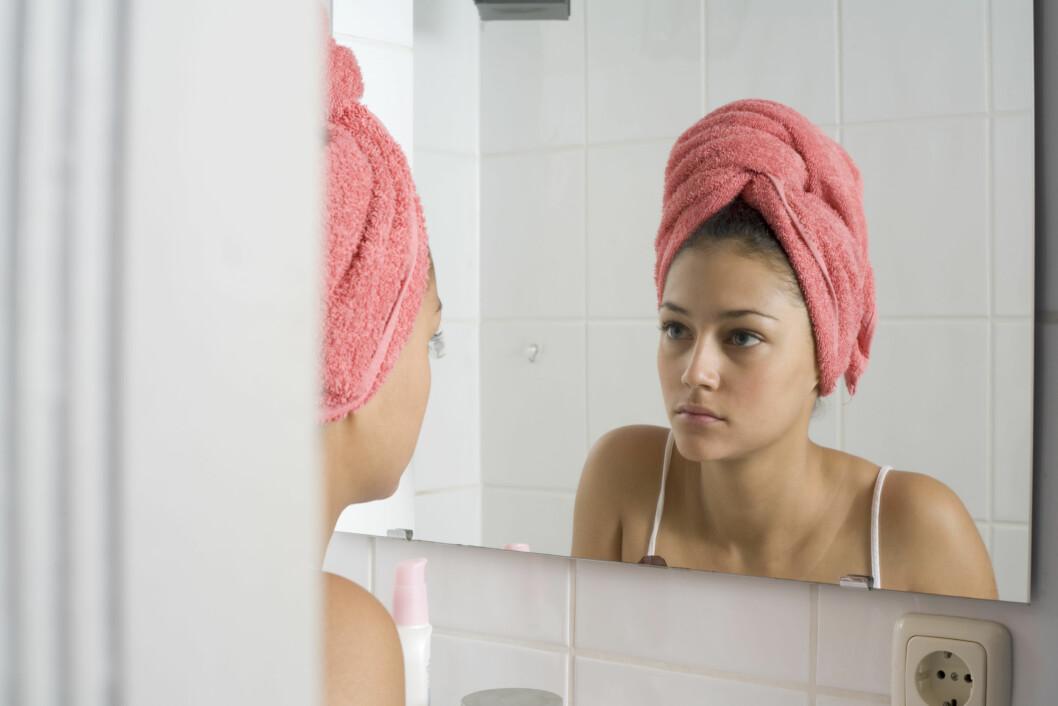 SELVBILDE: Å rakke ned på seg selv vil ikke hjelpe på selvfølelsen, derfor er det kjempeviktig å snakke seg selv opp. Foto: Plainpicture