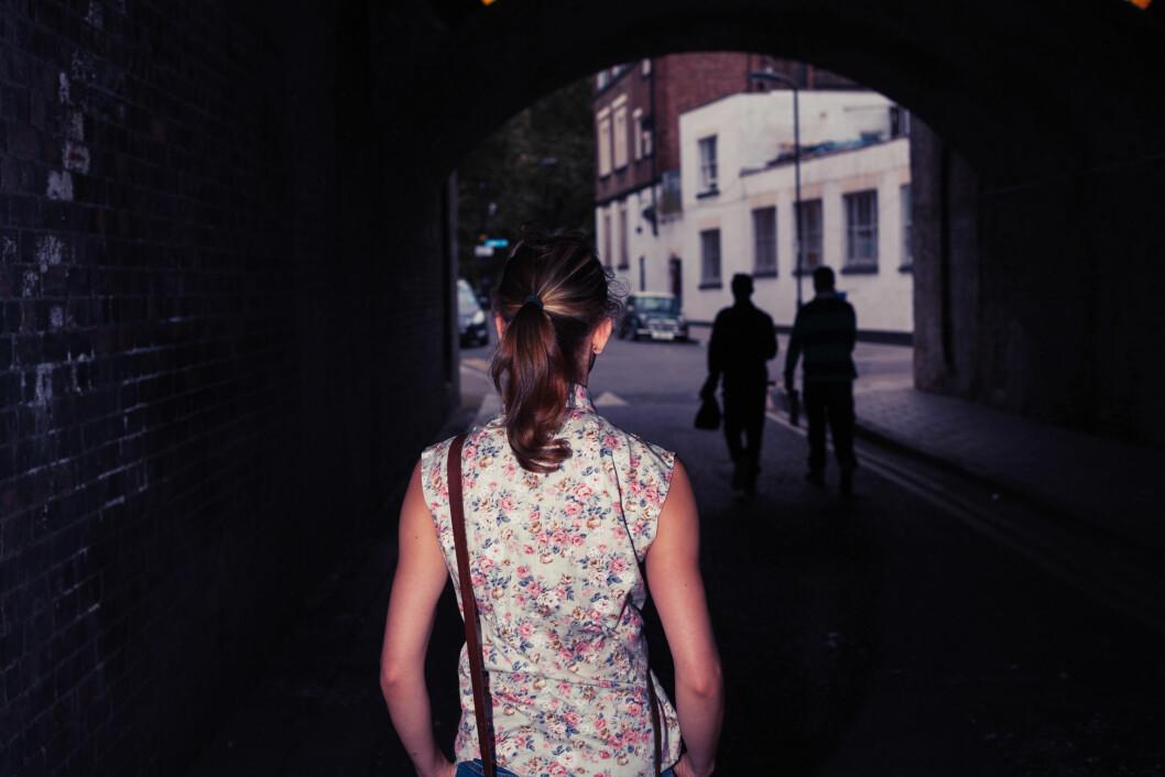 LØP VEKK FRA TERRORISTENE: Dersom du befinner deg midt i et terrorangrep anbefaler eksperten deg å løpe slik at du får mest mulig avstand mellom deg og det som skjer.  Foto: LoloStock - Fotolia