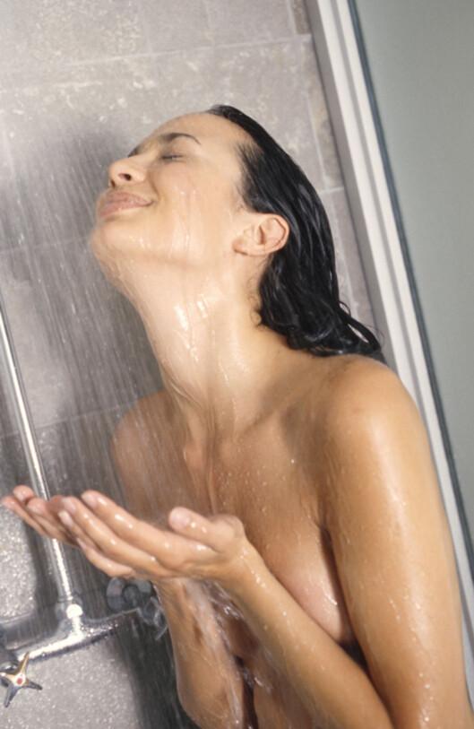 DUSJ OM KVELDEN: Flere eksperter anbefaler deg faktisk å ta dusjen din om kvelden.  Foto: www.imagesource.com