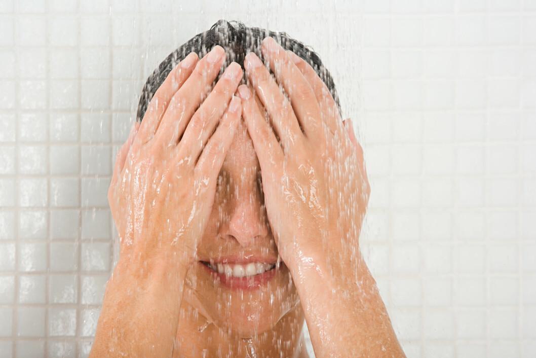 IKKE DUSJ FOR OFTE: En dusj kan være både oppfriskende og bra, men ikke overdriv. Dusjer du for ofte kan det faktisk føre til ulike hudproblemer. Foto: Scanpix