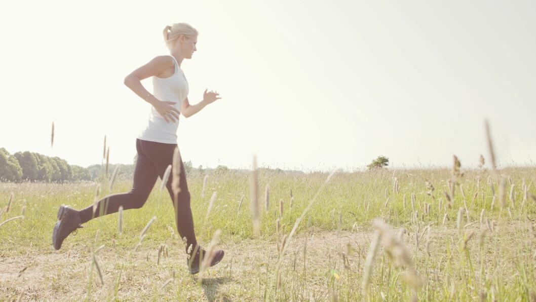 HJELPER PÅ SØVNEN: Ifølge ekspertene vil for eksempel en lett joggetur noen timer før leggetid heve søvnkvaliteten. Foto: NTB Scanpix