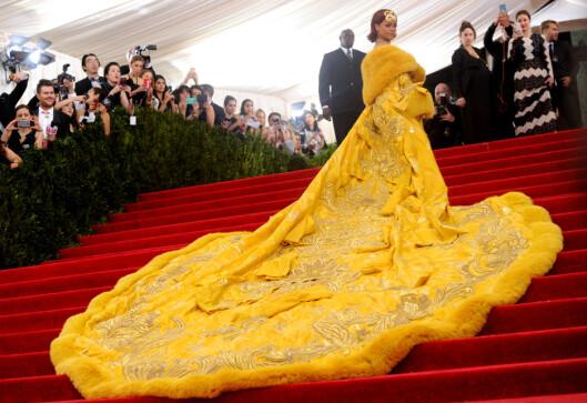 RIHANNA VEKTE OPPSIKT: Kjolen til sangstjernen ble blant annet assosiert med en omelett under fjorårets Met-galla. Foto: Ap