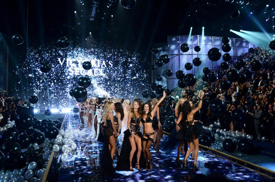 SPEKTAKULÆRT: Visningene til Victoria's Secret er alltid storslåtte. I år feirer de 20 år på catwalken og vi er spente på å se hva de finner på. Foto: Pa Photos