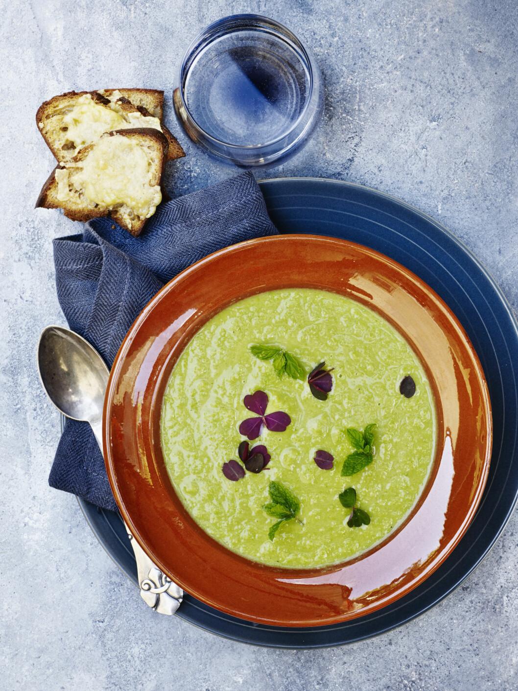 TIPS: Tilsett poteter i terninger for en fyldigere suppe. Foto: Line Falck
