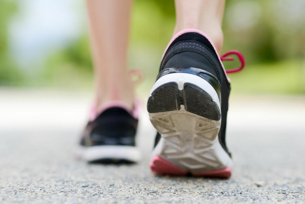 <strong>JOGGESKOEN:</strong> Ifølge fotterapeuten egner ikke joggeskoen seg som arbeidssko, fordi den passifiserer muskler og ledd. Foto: javiindy - Fotolia