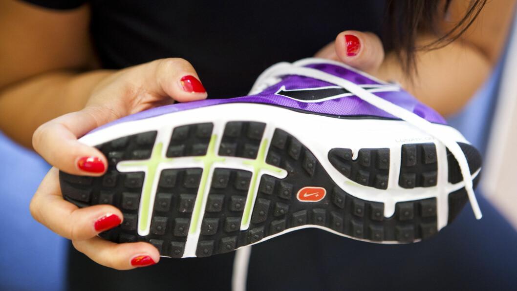 <strong>SKO PÅ JOBB:</strong> Ifølge fotterapeut Henriette Aanesen er harde såler det beste for harde gulv. Men du bør faktisk unngå joggeskoene. Foto: Per Ervland