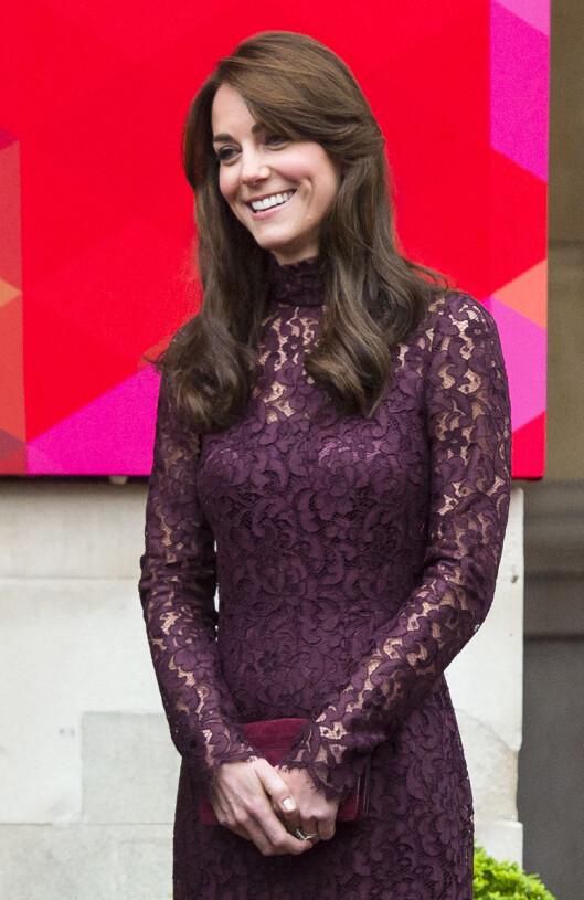 <strong>VAKKER:</strong> Motemagasinet Harpers Bazaar la ut en video fra hertuginnens møte med Kinas president og skrev hvor nydelig hun var i den kjolen.  Foto: SipaUSA