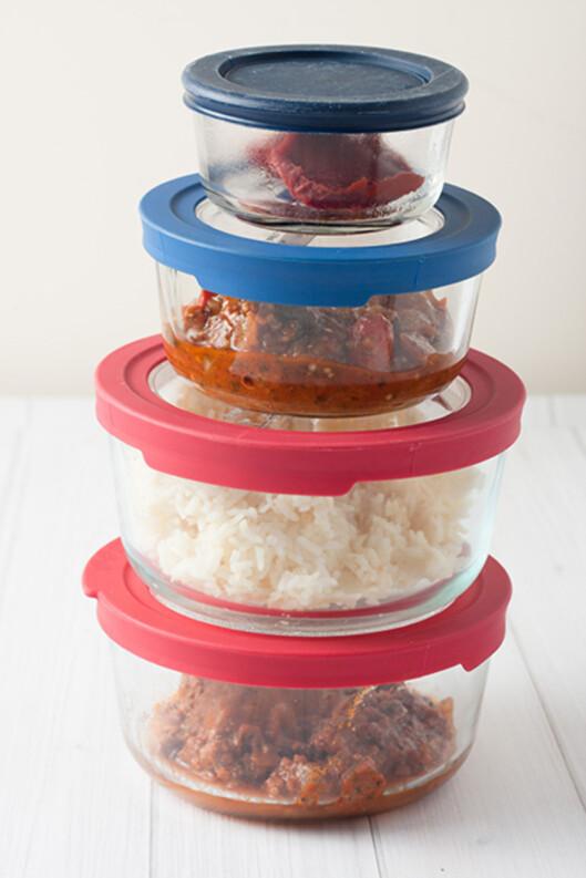 FOR SIKKERHETS SKYLD: Bruk lokk når du oppbevarer matvarer. Foto: Shutterstock