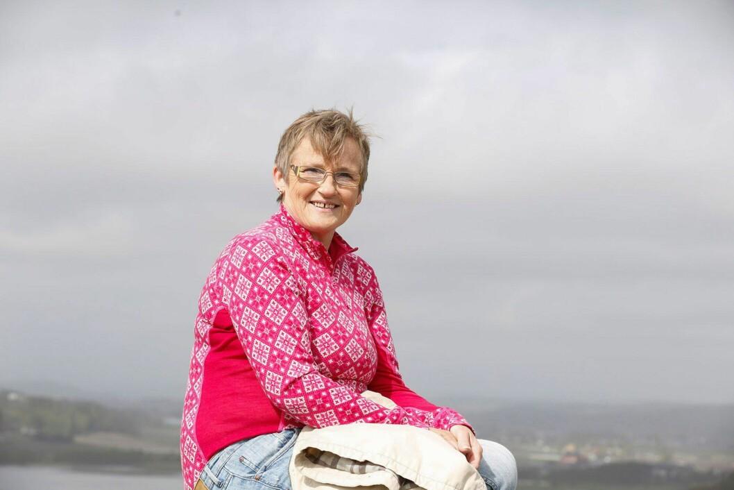 """<strong>HOLDER SEG I BEVEGELSE:</strong> Trening er den beste hjelpen mot artrose, derfor prøver Marianne å gå tur så ofte hun kan. Hun driver også med annen fysisk aktivitet for å holde sykdommen """"i sjakk"""".  Foto: Petter Holskjær"""