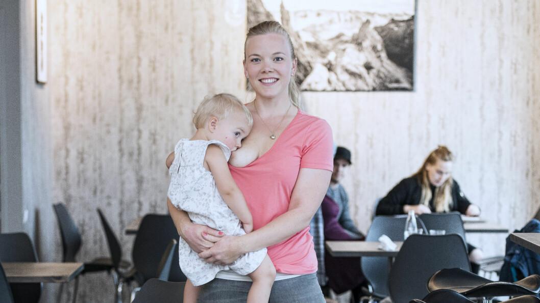 AMMER LENGE: Kristine Vestøl lar datteren bestemme hvor ofte og lenge hun vil ha pupp. Så hvorfor skal egentlig vi andre bry oss med det?  Foto: Ma Ortiz