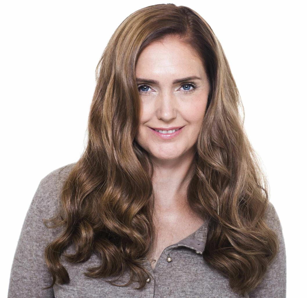 <strong>ETTER:</strong> Håret ble farget mørkere i varme nyanser som passer bedre til hennes hudtone. Foto: Astrid Waller