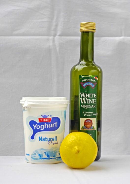 KJERRINGRÅD: Yoghurt naturell og eddik blandet med vann er to vanlige kjerringråd mot sopp, men det er dessverre ingen dokumentasjon på at dette funker. Foto: Aftenposten